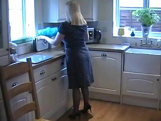 slut english milf in sexy fully fashioned stockings pigeon-holing her pussy