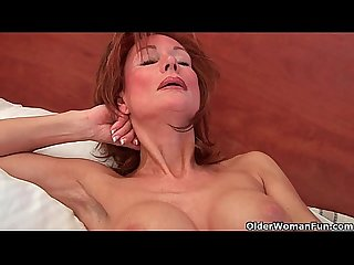 Sultry grandma probes the brush superannuated pussy with a dildo