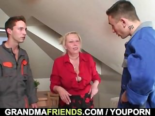 Yoke repairmen bang Mr Big grandma from both fumbling