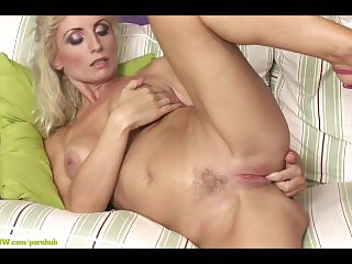 Blistering Cougar Kyra Palmy Fingers Twat