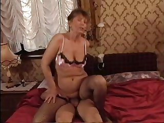 HOT MOM n145 obscurity mature milf and a young scrounger