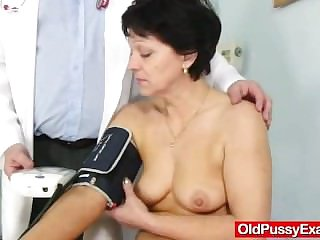 Unshaven housewife Eva visits gyno doc enjoyment from chink check tick off